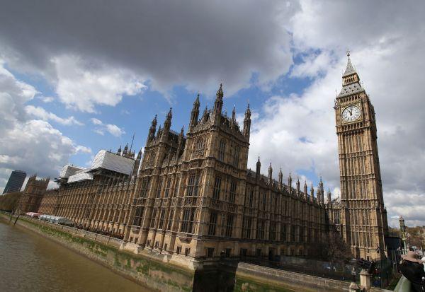 """资料图片:英国伦敦地标性建筑""""大本钟""""。 新华社记者韩岩摄"""