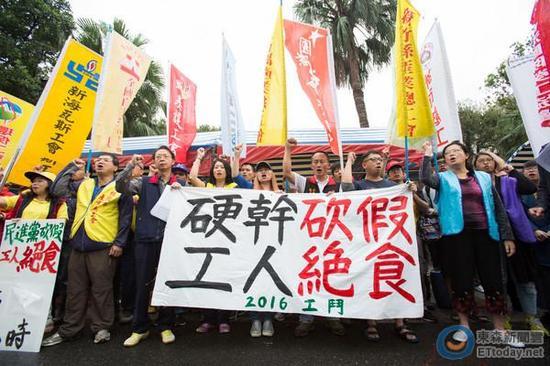 """工斗团体""""立法院""""外绝食抗议。(图片来源:台湾东森新闻云)"""