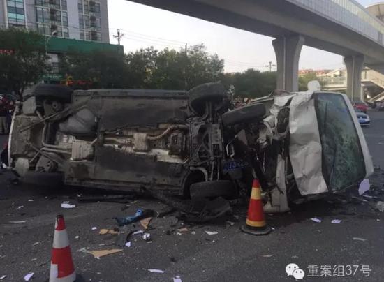 车祸现场惨烈。