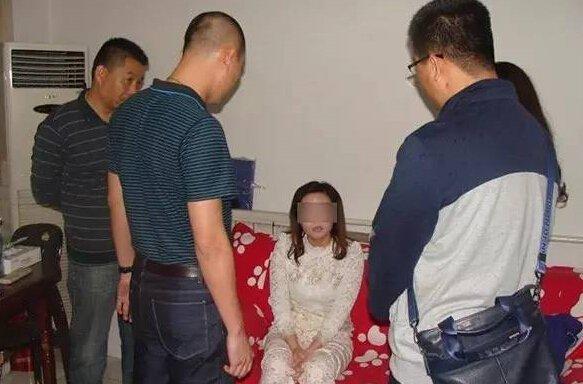 警方抓捕庞红卫现场。