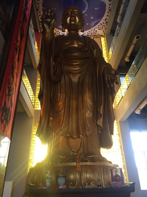 合肥环球金融广场招商中心3楼大厅内的佛像。 澎湃期货配资  孙名丽 图