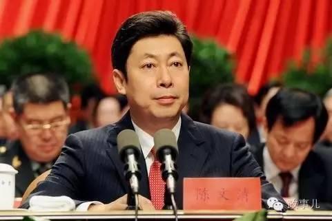 """""""政事儿""""注意到,陈文清从事政法工作的选择,与其父亲的熏陶密不可分。"""