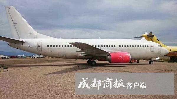 成都商报11月7日音讯,说到珍藏,兴许咱们城市想到古文物、书画或许是留念币之类的藏品,但你见过到珍藏服役客机的吗?四川广汉一位30岁土豪小伙就这么率性,由于从小喜爱飞机,就到美国采办了一架服役的波音737—300飞机,这但是韩国总统的座驾机型之一。