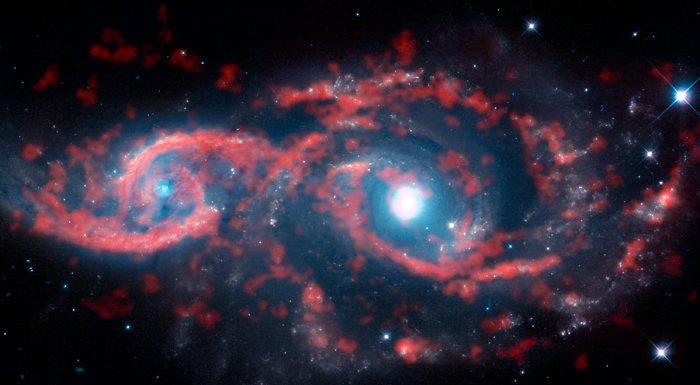 """世界深处好像有一双""""回望""""着人类的眼睛。图像来历:ALMA (ESO/NAOJ/NRAO)/M. Kaufman"""