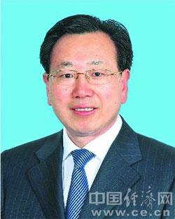 陈树隆,男,汉族,1962年11月生,安徽巢湖人,1987年7月参加工作,1985年4月加入中国共产党,在职研究生学历,管理学硕士学位,高级经济师、高级会计师。