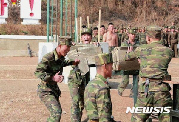 朝鲜特种部队训练画面罕见曝光 金正恩现场观摩图片