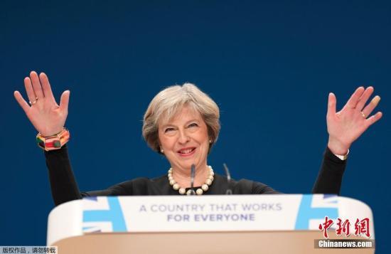 资料图:当地时间10月2日,英国伯明翰,英国执政党保守党年会在中部城市伯明翰开幕。英国首相特雷莎·梅宣布英国将在明年3月底之前启动正式脱离欧盟的程序。