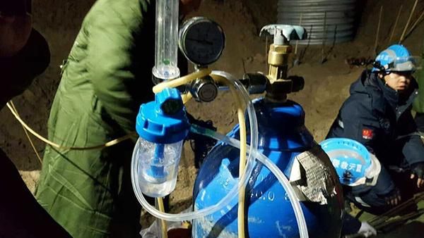 救援现场的输氧设备。东方IC 图