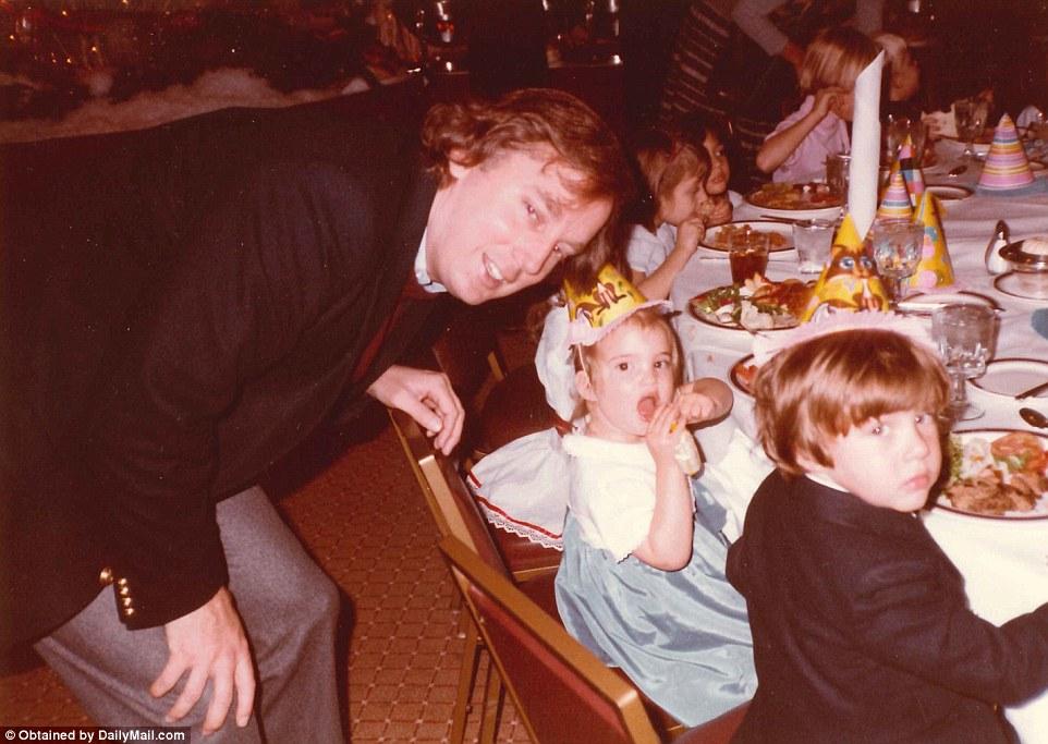 1985年,特朗普和前妻Ivana在佛罗里达州的合照
