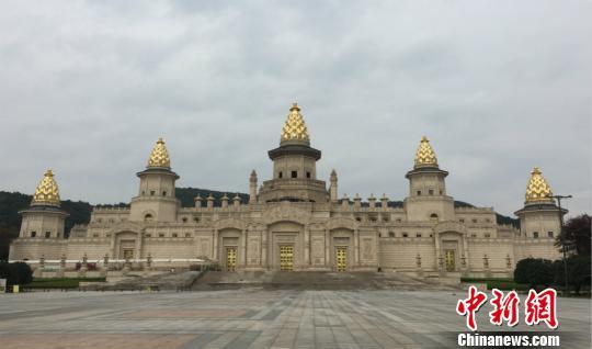 图为火灾之后暂时闭馆的灵山梵宫。 孙权 摄