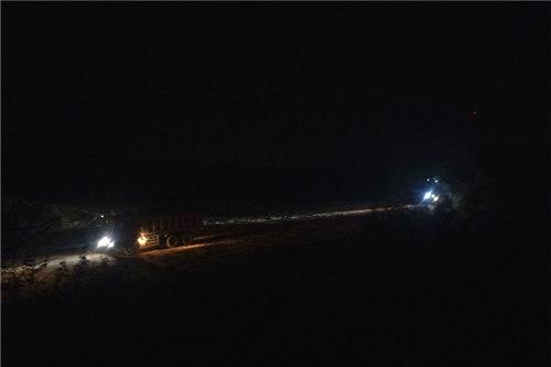 赞扬:渣土车半夜来,天明去,噪声隆隆,扬尘渐渐