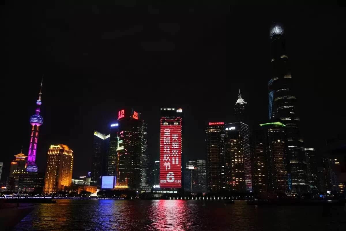 从2015年开始,阿里的全球化根本停不下来。以前,天猫把中国商品卖到海外、海外商品卖到国内,而现在,天猫还在把海外商品卖到海外。