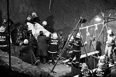 107小时后,坠井男童终究被送出空中