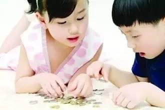 误区一:孩子是家里的宝应优先购买保险