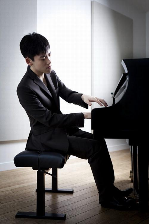 青年钢琴家张昊辰