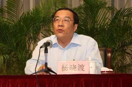 ――杨晓渡,在2013年10月任上海市委常委、市纪委书记时曾担任过第二轮第三巡视组组长,从2014年1月起升任中央纪委副书记,此后还陆续兼任中央纪委机关党委书记、中国纪检监察学院院长。