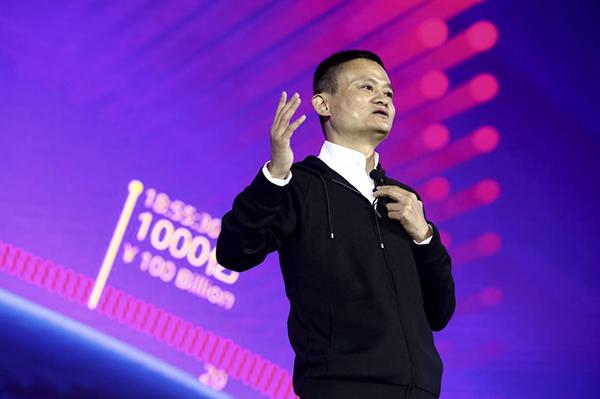 阿里巴巴集团董事局主席马云在深圳双11媒体中心发表演讲。