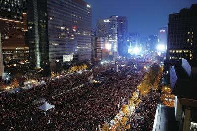11月12日晚,韩国多个公民团体在首尔光华门附近举行大规模集会,要求总统朴槿惠下台查看更多现场照