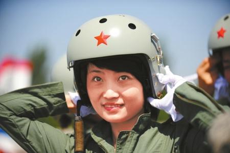 空军歼-10女飞翔员余旭。(材料相片)新华社发