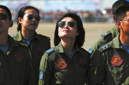 """余旭曾说过:""""我喜欢蓝天,我喜欢飞歼击机的感觉,那种感觉很自由、很酷。""""(资料图片)"""