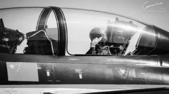 """这是首位歼十女飞行员余旭留给世界""""最后的声音"""""""