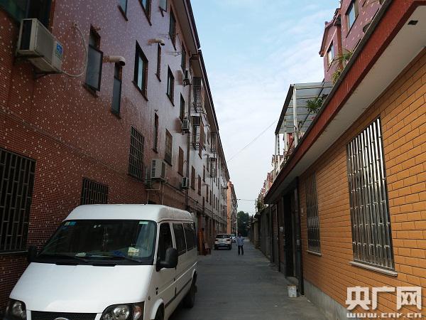 合新村内的一条街道