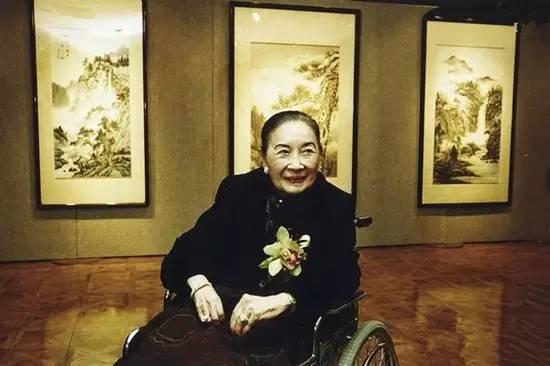 """2000年1月3日,""""宋美龄暨书画名家千禧联展""""在纽约揭幕,102岁的宋美龄参与画展。"""