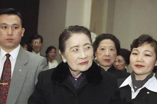 1996年3月11日,纽约长岛,宋美龄出现在公共视野中,她刚刚过了99岁的生日。