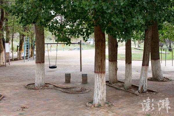 核城公园,一只废弃轮胎做成的秋千。