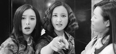 剧中蔡春妮(左)嫁入豪门,但她的丈夫实际上是闺蜜潘芝芝(中)的前男友。