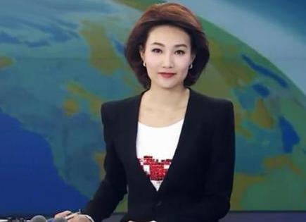 """端庄大气的""""最美女主播""""李梓萌十分契合央视春晚的风格气质"""