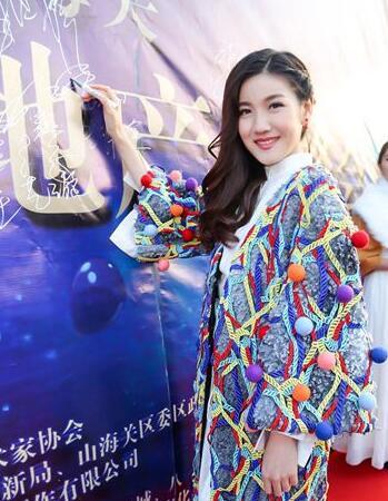 紫微星空旗下青年演员李思睿在影片中饰演外表柔弱,但内心坚强的兰图片