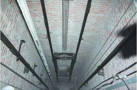 荣幸!电梯维修员随电梯从32层楼坠下大年夜难不逝世