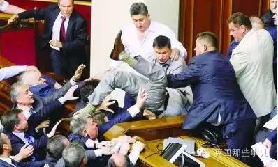 到了2016年,俄语话题依旧敏感。
