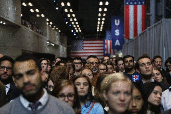 美国总统大选揭晓后的希拉里支持者们 图片来源《纽约时报》
