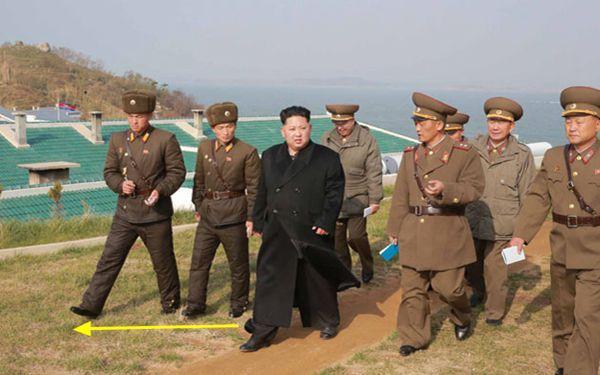 朝鲜最高领导人金正恩视察了位于朝鲜西南前线水域最南端的葛里岛前哨基地和长在岛防御队。