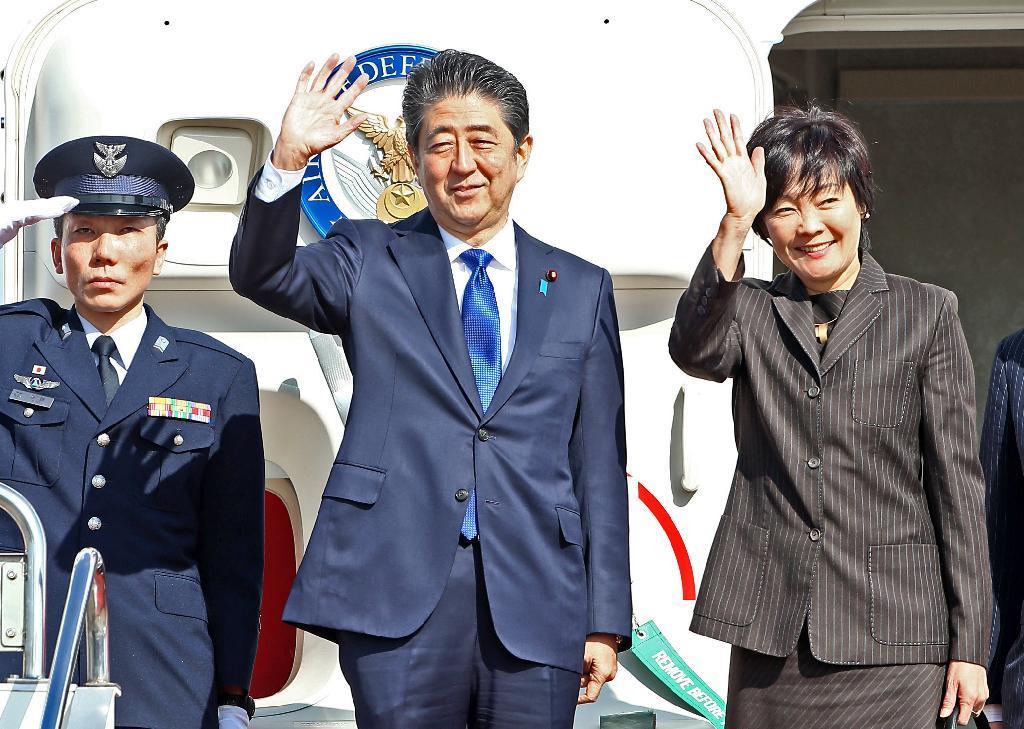 日本首相安倍晋三乘专机出发