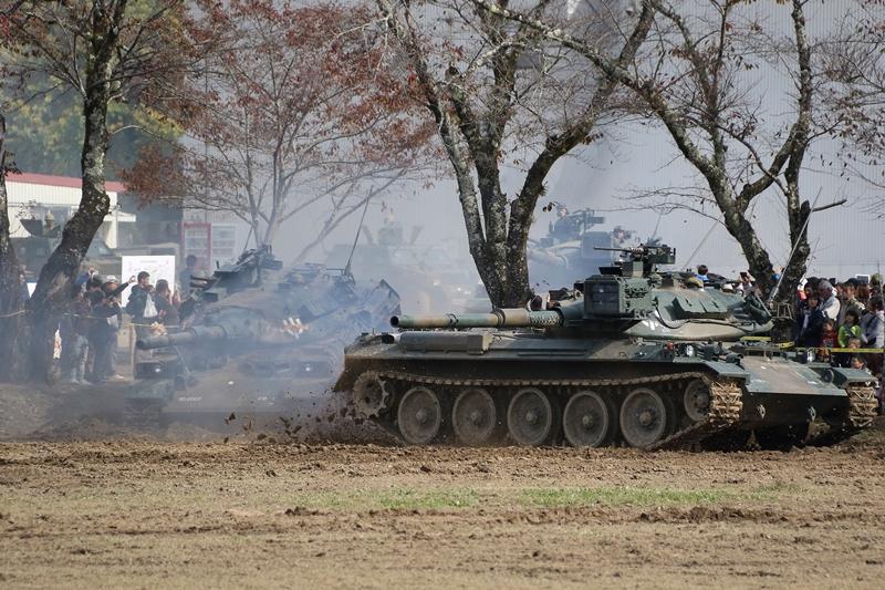 74式坦克进场