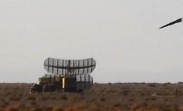 图为反辐射导弹命中目标前瞬间。