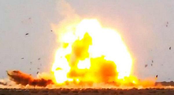 图为反辐射导弹将靶标彻底粉碎。