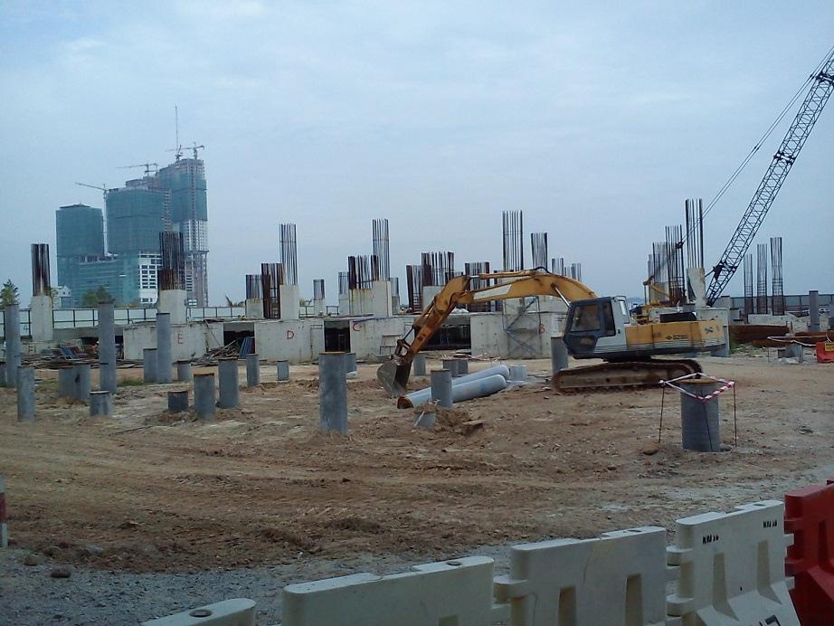 皇京港配套的一些地产项目已经在建设之中