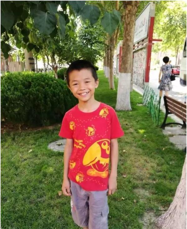 北京通州区大稿新村小学六年级11岁男童郭大可在通州京洲南大街(大稿村小区门口)走失,至今未归,已超过48小时。 北京青年报 图