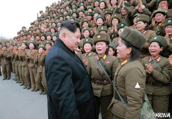 金正恩指导朝鲜人民军各大联合部队火箭炮女兵射击比赛