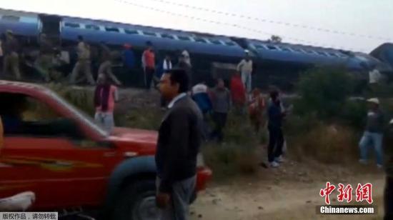 据外媒报道,这列原定从巴特那开往印多尔的特快列车,有14节车厢被波及。