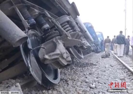 据外媒11月20日报道,印度一列火车在该国北部发生脱轨,目前遇难人数已造成严重伤亡。尚不清楚事故发生的原因。
