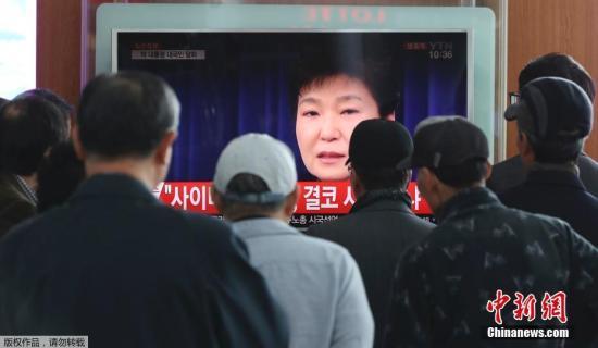当地时间2016年11月4日,韩国总统朴槿惠发表电视直播讲话,表示,如果国民要求的话,为查明真相,将诚实配合检方调查。