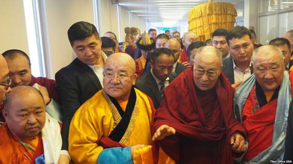 11月18日,窜访蒙古的达赖抵达乌兰巴托。