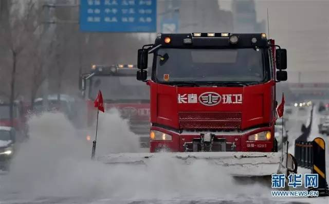 从11月18日夜间开始,吉林省大部分地区迎来新一轮降雪降温天气。新华社记者 张楠摄