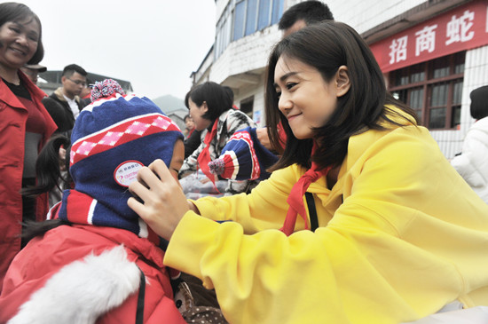 """刘芸""""暖流计划""""献爱心"""