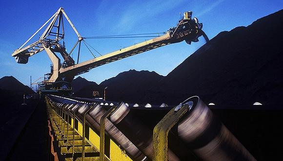 据了解,五大发电集团总装机容量、火电量、电煤消耗量目前共占全国的44%左右,因此在七大煤电央企签订长协的影响之下,地方煤炭企业也开始跟进,近日同煤集团就分别与华能、华电集团按照535元/吨的基础价签订了中长期合同。